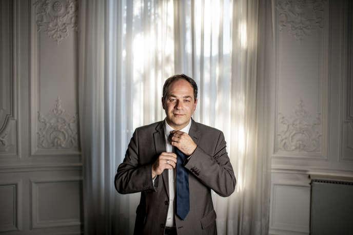 Emmanuel Maurel dans son bureau de la Commission européenne, boulevard Saint-Germain, à Paris.