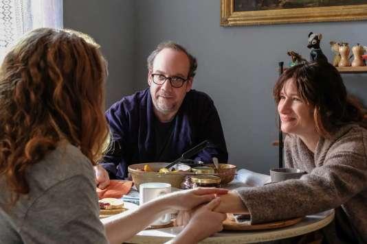 Paul Giamatti et Kathryn Hahn (avec Kayli Carter de dos) dans «Private Life», de Tamara Jenkins.