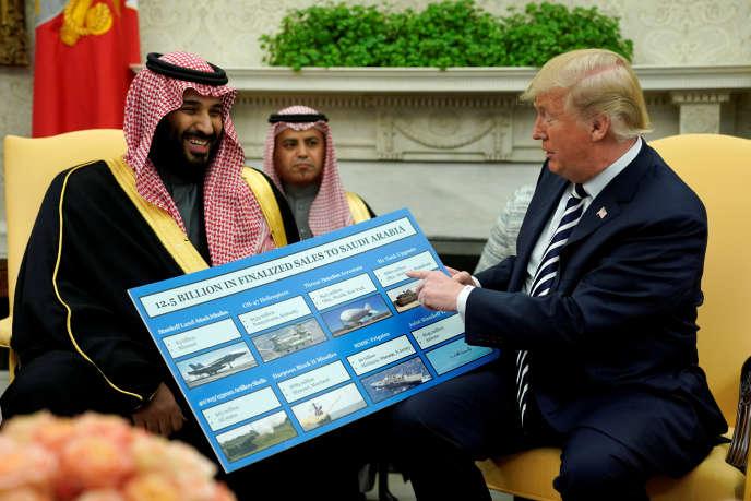 Donald Trump s'enthousiasme de ventes d'armes à l'Arabie saoudite auprès de Mohammed Ben Salman, à la Maison Blanche, le 20 mars.
