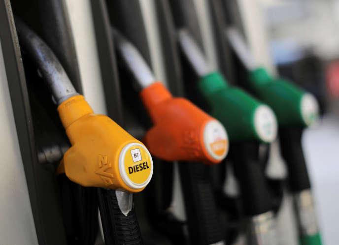 Des pompes de carburant, dans une station-essence de Nice, le 12 octobre.