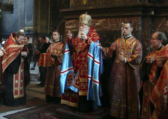 Le patriarche Philarète lors d'une messe à la cathédrale Volodymysky à Kiev, le 11 octobre.Le patriarcat œcuménique orthodoxe de Constantinople a reconnu, le même jour une église indépendante en Ukraine.