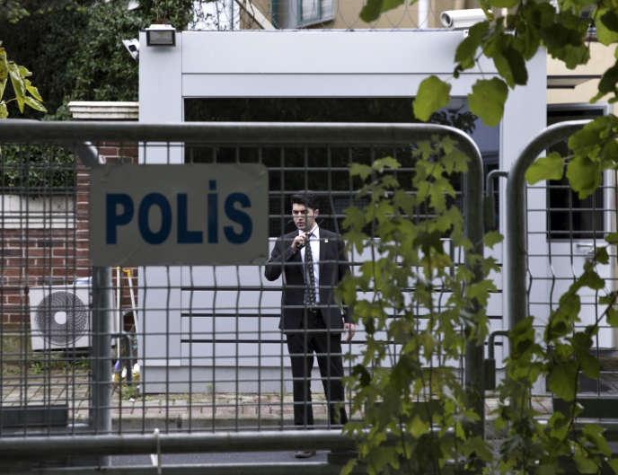 Devant le consulat saoudien à Istanbul, le 12 octobre.