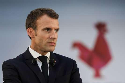 Emmanuel Macron alors qu'il visite la Station F, à Paris, le 9 octobre.