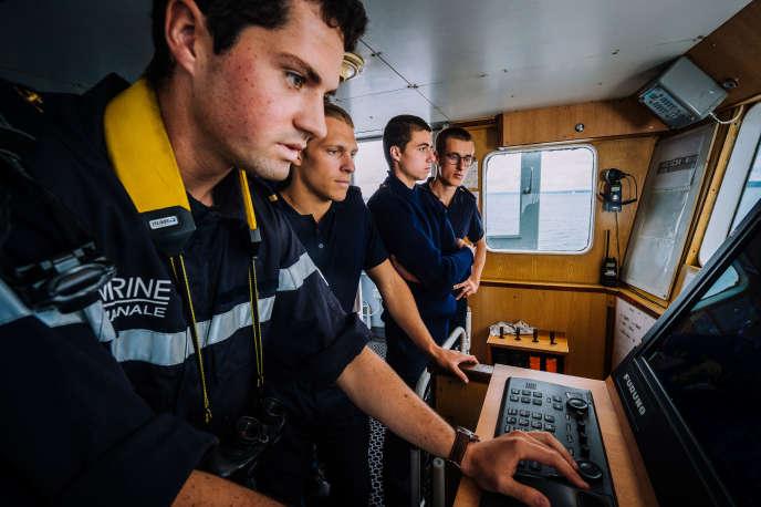 Etudiants de l'Ecole navale de Lanvéoc, dans le Finistère.