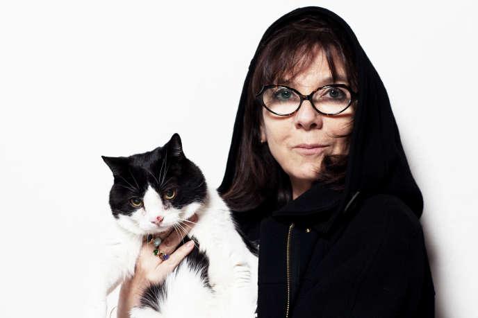 Sophie Calle avec son chat Souris.