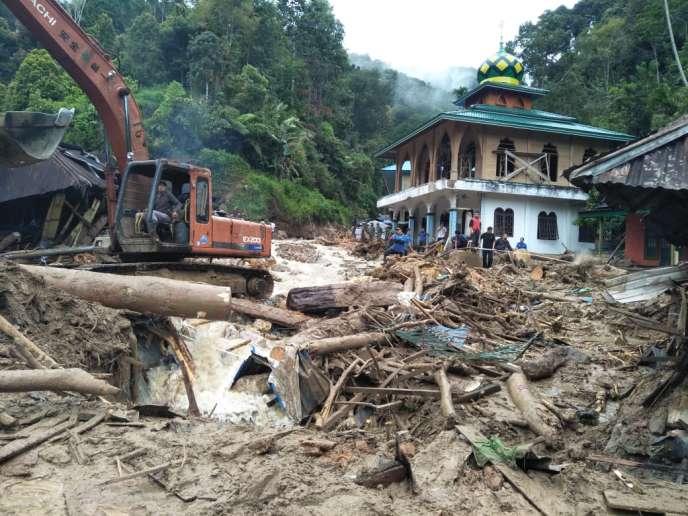 Au moins 22 personnes sont mortes ces derniers jours à la suite de pluies torrentielles en Indonésie.
