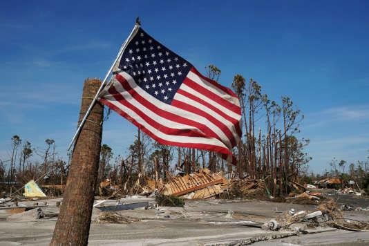 Devant les dégâts de l'ouragan Michael, à Mexico Beach en Floride, le 12 octobre.