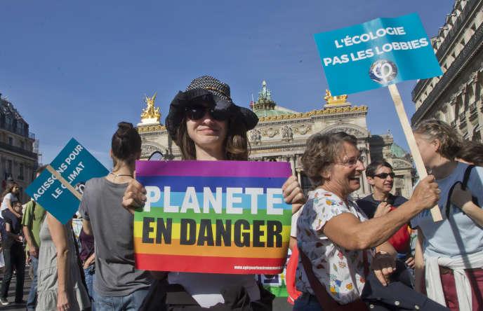 Manifestante à la Marche pour le climat, à Paris, le 13 octobre.
