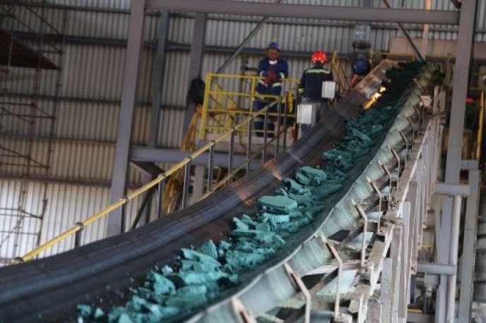 Du cobalt dans une usine de Lubumbashi (République démocratique du Congo), avant d'être exporté principalement vers la Chine.