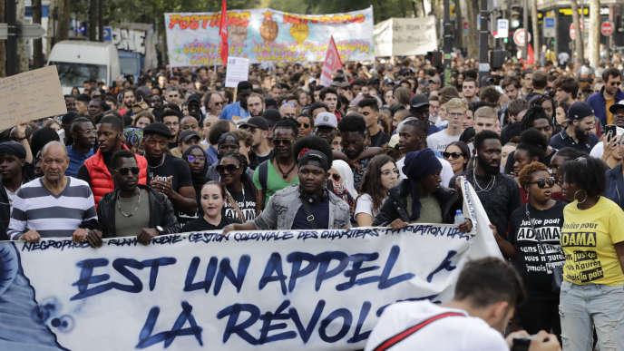 « Le déni de justice est un appel à la révolte», indique cette banderole, lors du défilé pour réclamer« la vérité» sur la mort d'Adama Traoré, le 13 octobre, à Paris.