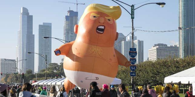 Au cours de la marche des femmes de Chicago, samedi 13 octobre 2018. Des milliers de personnes ont manifesté leur opposition à la politique de Donald Trump.