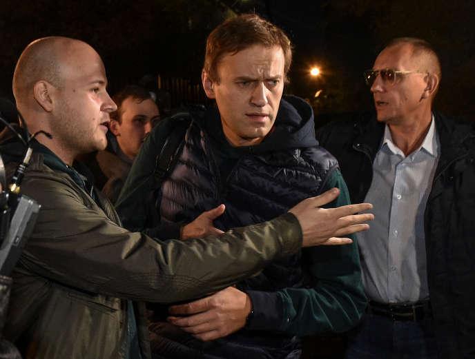 L'opposant russe Alexeï Navalny à Moscou, le 14 octobre 2018, lors de sa sortie de prison après 50 jours d'incarcération.