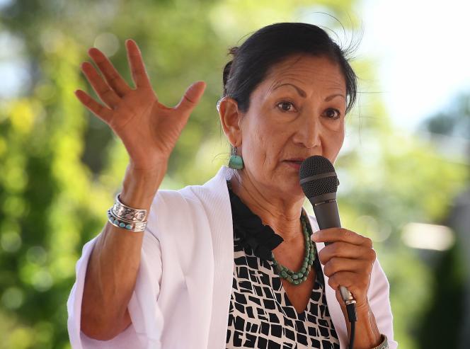 La démocrate Deb Haaland, issue de la tribu Pueblo of Laguna, se présente dans la première circonscription duNouveau-Mexique.