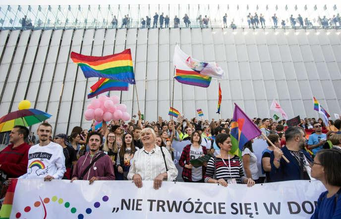 A Lublin, lors d'une manifestation pour les droits des personnes LGBT, le 13 octobre.