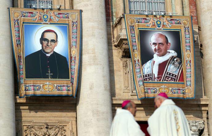 Les portraits des deux candidats à la canonisation ont été exposés au Vatican.