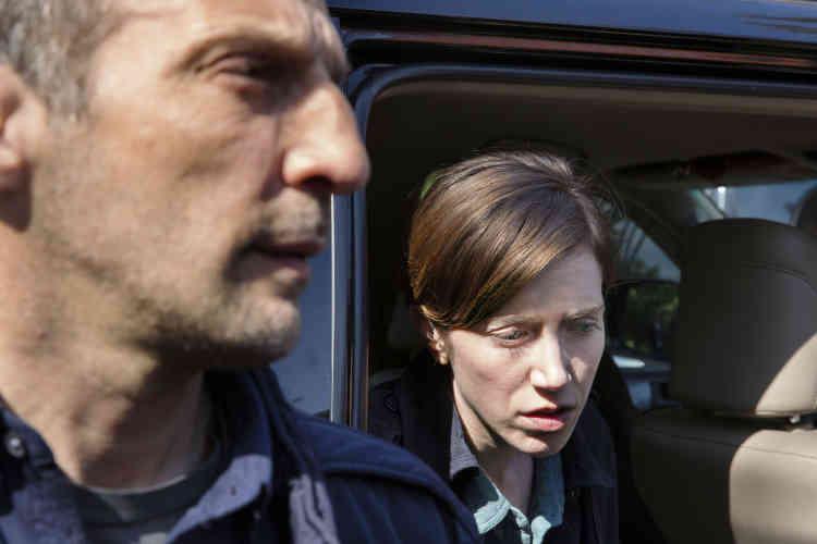 Sara Giraudeau, qui interprète le personnage de Marina Loiseau (nom de code, Phénomène), n'en a pas terminé avec les missions clandestines. Après l'Iran et l'Azerbaïdjan, la voici à Moscou, infiltant le milieu des hackeurs.