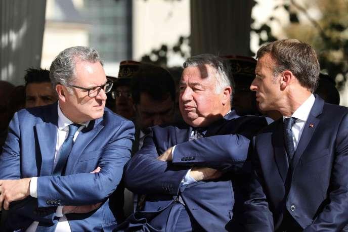 Le président de l'Assemblée nationale, Richard Ferrand, celui du Sénat, Gérard Larcher et Emmanuel Macron, à Paris, le 19 septembre.