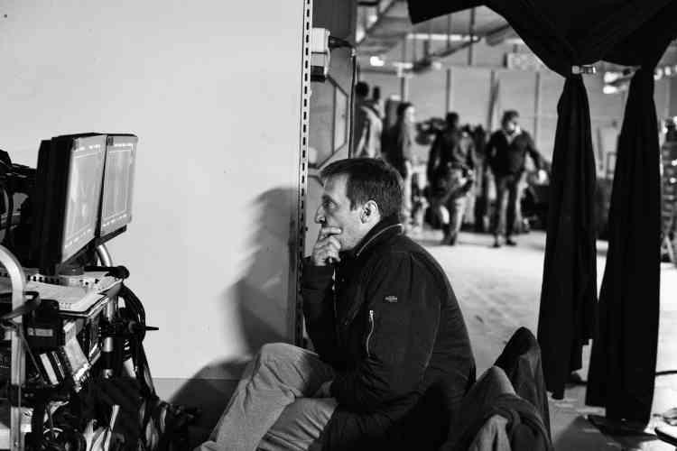 Guillaume Debailly, dit « Malotru », alias Paul Lefebvre à Damas (Mathieu Kassovitz) était le chef-d'œuvre d'Henri Duflot (Jean-Pierre Darroussin). La plus parfaite des légendes. Avec un point faible: une légende aussi peut tomber amoureuse.