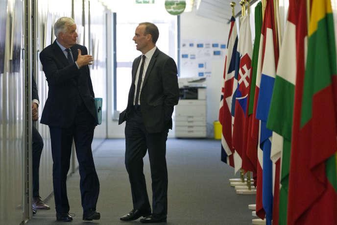Le négociateur européen pour le Brexit, Michel Barnier et son homologue britannique, Dominic Raab, à Bruxelles, le 6 septembre.