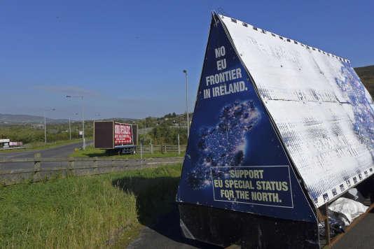 Panneau contre l'établissement d'une frontière entre les deux Irlande, àCarrickcarnan (Irlande du Nord), le 10 octobre.