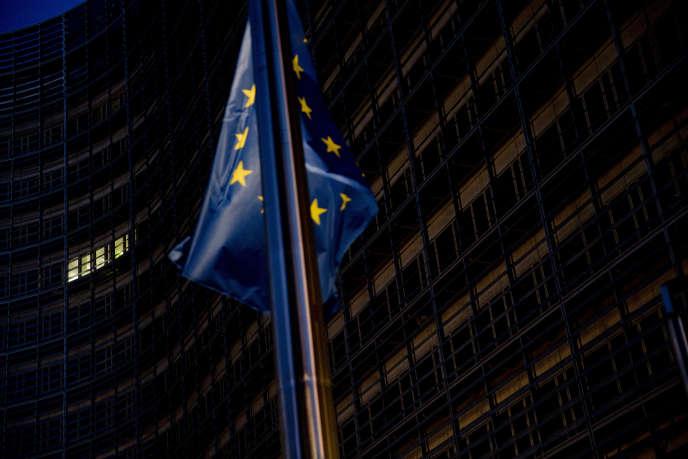 Devant le siège de la Commission européenne, à Bruxelles, dans le nuit du 14 au 15 octobre.