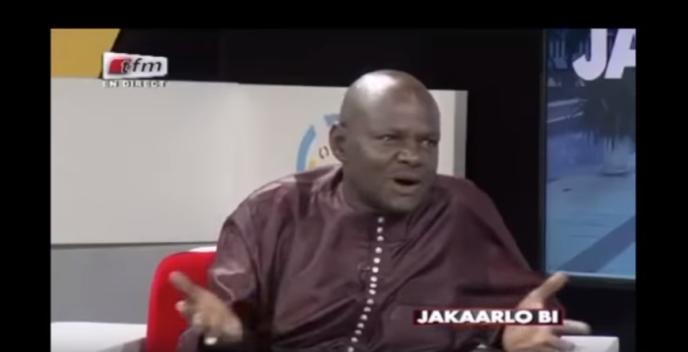 Le professeur Songué Diouf, chroniqueur dans l'émission« Jakaarlo Bi», sur la chaîne sénégalaise TFM, le 9mars 2018 (capture d'écran).