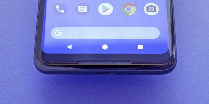 Les trois boutons classiques d'Android : retour, accueil, multitâche.