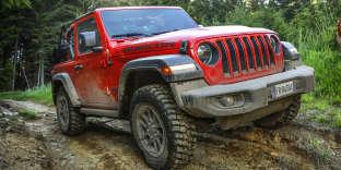 Phares ronds, ailes proéminentes et long capot : l'allure du nouveau Wrangler est toujours typiquement Jeep.