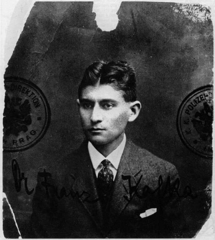 L'écrivain praguois Franz Kafka, photo d'identité, vers 1915.