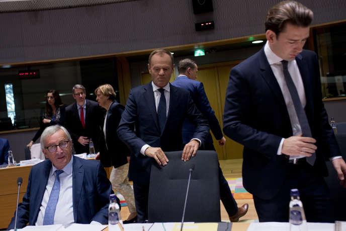 Jean-Claude Juncker, Donald Tusk et Sebastian Kurz au Conseil européen, à Bruxelles, pour un sommet social, le 16 octobre.
