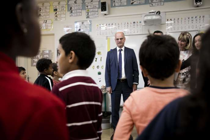 Le ministre de l'éducation nationale, Jean-Michel Blanquer, visite une école primaire à Poissy (Yvelines), le 7 septembre.