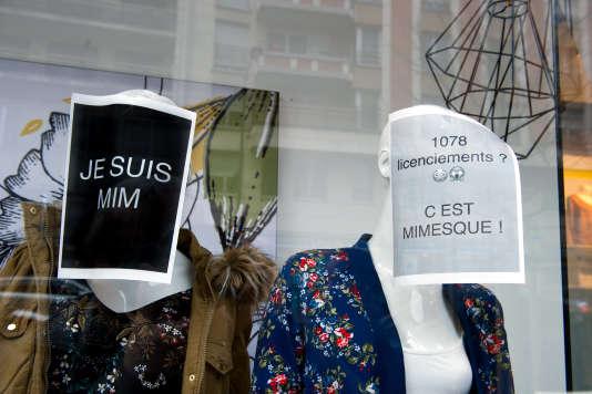 Devant un magasin Mim, à Paris, en mars 2017.
