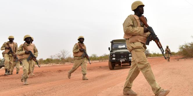 Des soldats du Burkina Faso lors d'un entraînement avec l'armée autrichienne, le 13 avril 2018, près de Ouagadougou.