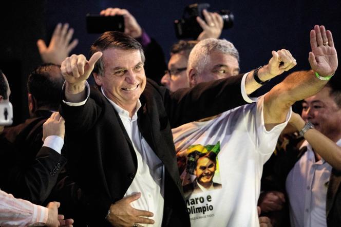 Jair Bolsonaro en campagne électoral enaoût 2018. Il est arrivé en tête avec 46 % des suffrages au premier tour de la présidentielle, le 7 octobre.
