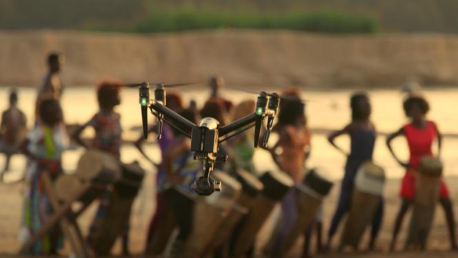 Un drone sur le tournage de «Woman».