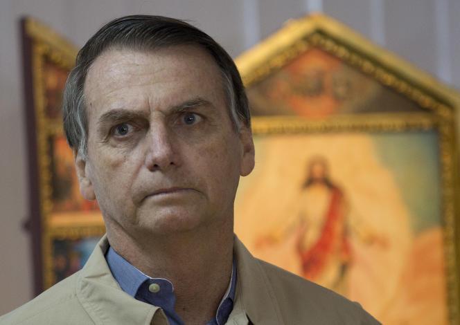 La gauche soupçonne l'équipe de Jair Bolsonaro, le candidat d'extrême droite arrivé en tête au premier tour, d'avoir orchestré une campagne de diffamation massive sur WhatsApp.