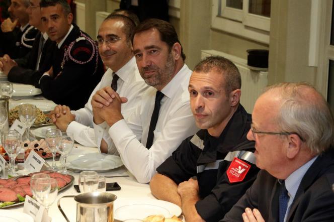 Le secrétaire d'Etat auprès du ministre de l'intérieur, Laurent Nuñez, et le ministre de l'intérieur, Christophe Castaner, lors de leur visite aux sapeurs-pompiers d'Argenteuil (Val-d'Oise), le 16 octobre.
