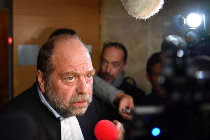 L'avocat Eric Dupond-Moretti s'adresse à la presse, lors du procès Pastor devant la cour d'assises des Bouches-du-Rhône, à Aix-en-Provence, le 17 octobre.