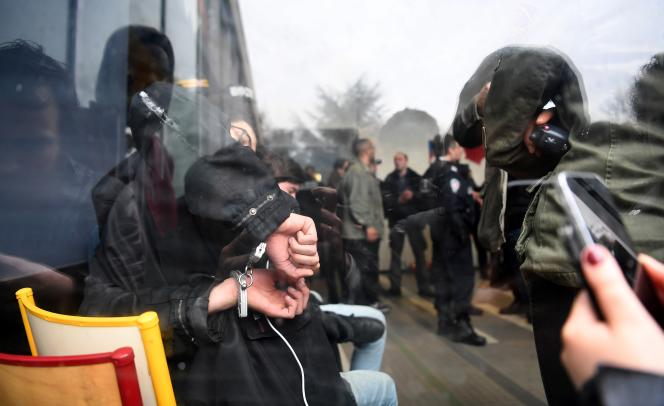 Un étudiant menotté à l'université de Nanterre, le 9 avril 2018.