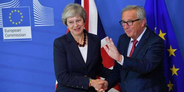 La première ministre britannique, Theresa May, et le président de la Commission europénne, Jean-Claude Juncker, à Bruxelles, le 17 octobre 2018.