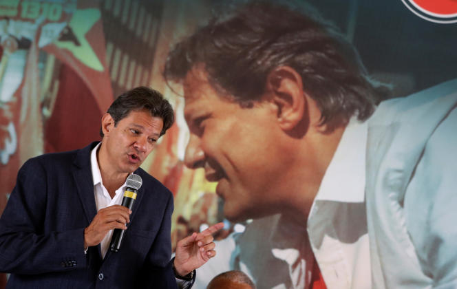 Fernando Haddad, le candidat du Parti des travailleurs, lors d'un meeting à Sao Paulo, le 17 octobre.