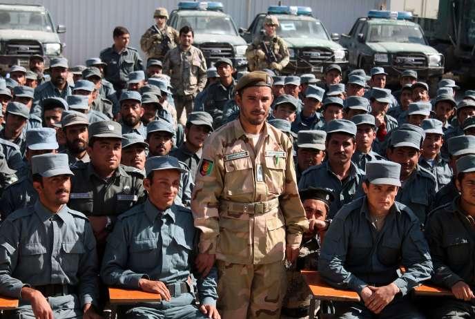 Parmi les victimes figure le chef de la police de Kandahar, le général Abdul Raziq, représenté ici le 19 février 2017, auprès de ses troupes.