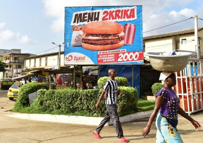 Publicité pour un fast-food à Adidjan, en novembre 2016.