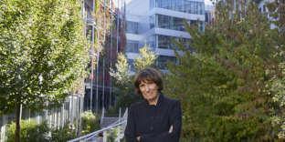 L'architecte Brigitte Métra dans le jardin de l'îlot Garance à Paris, le 5 octobre 2018.
