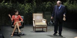 Yasmina Reza et Jérôme Deschamps dans«Dans la luge d'Arthur Schopenhauer», mise en scènede Frédéric Bélier-Garcia.