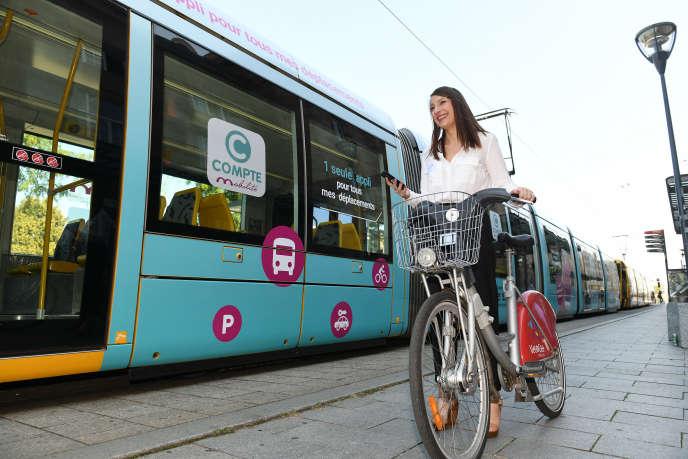 A Mulhouse, le Compte mobilité permet, depuis son smartphone, d'avoir accès à l'ensemble des services de mobilité urbaine.