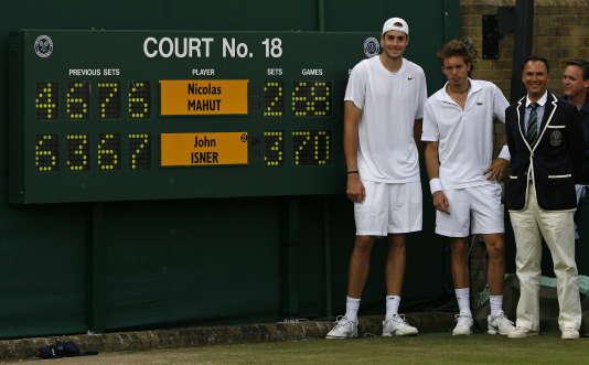 John Isner et Nicolas Mahut après leur premier tour de légende à Wimbledon, le 24 juin 2010.