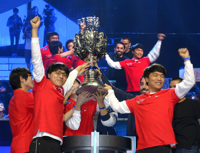 Les Coréens de SK Telecom lors de leur sacre à Los Angeles, en 2013. Les League of Legends World Series, ou« Worlds», sont la plus grande compétition mondiale d'e-sport.