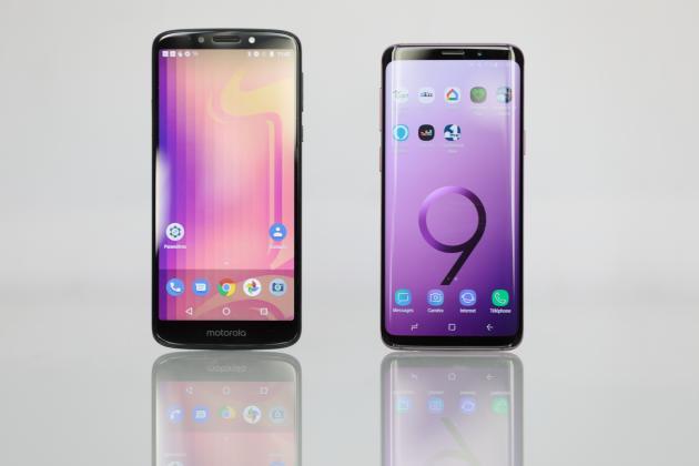 Le smartphone économique de Motorola, le G6 Play, offre la même surface d'affichage que le smartphone premium de Samsung, le S9. Pourtant, ce dernier est beaucoup plus compact en main, ce qui le rend nettement plus confortable.