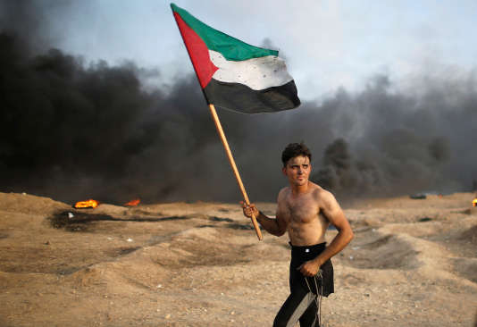 Un manifestant palestinien, vendredi 19 octobre à Gaza.